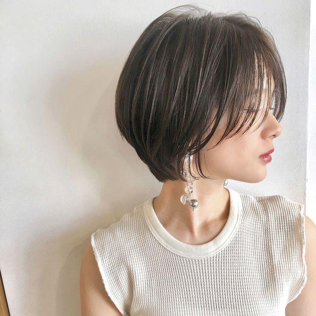 前髪なしショートボブ で魅力的な女性に 顔型別ヘアカタログ ヘアアレンジ18選 ヘアスタイル 前髪なし ショートボブ ショートボブ