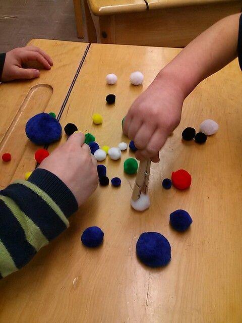 Classification, motricité fine, tenue du crayon, couleurs, comparaison, dénombrement.  Activité simple de maternelle mais efficace