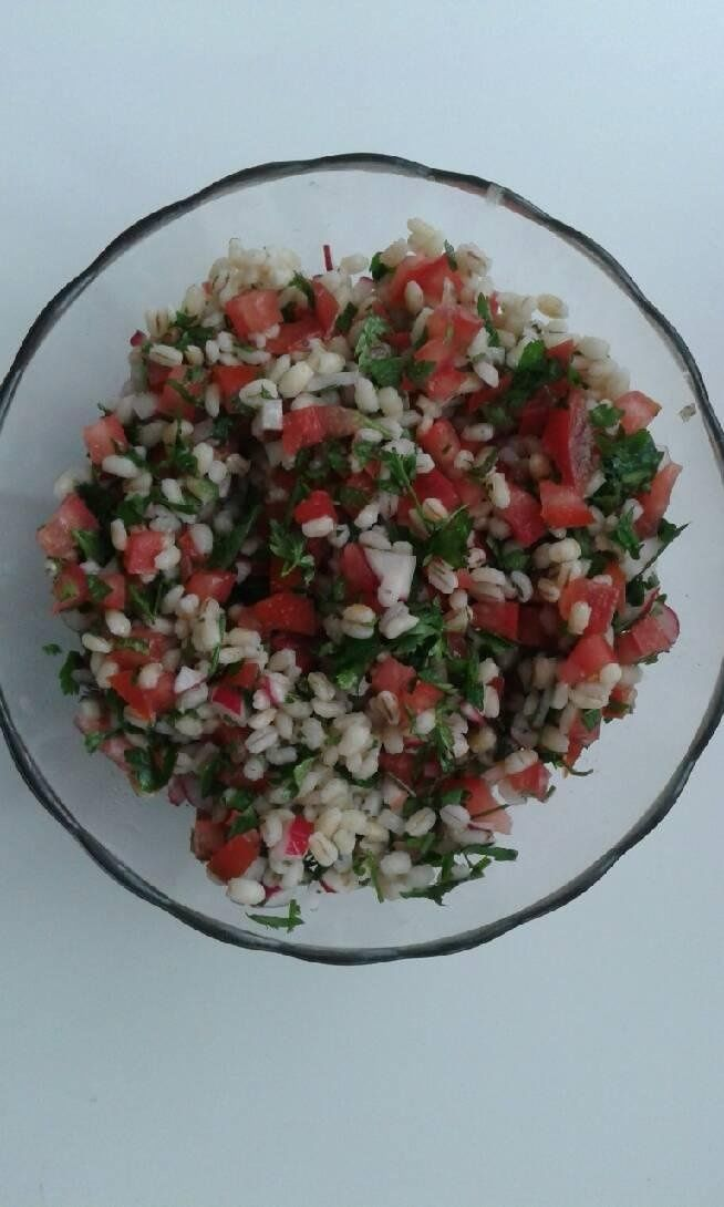 Salad same health: buckwheat groats; tomatoes, radish; bunch of parsley; olive oil #cooking #diet #fitness #healthy food #tomatoes #zdroweo dżywianie #vitamin #parsley
