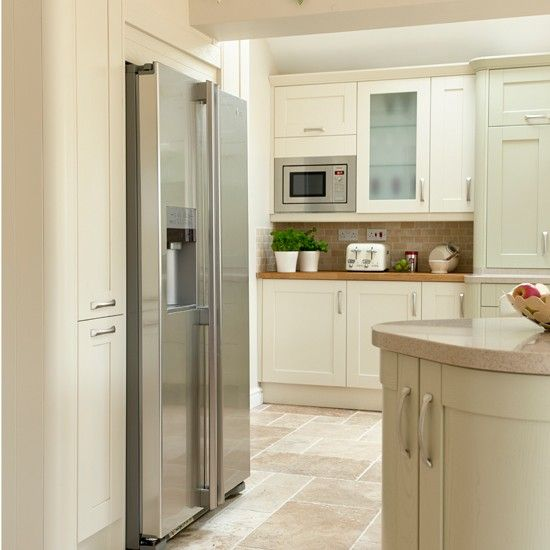 Traditional cream and sage kitchen | Kitchen decorating