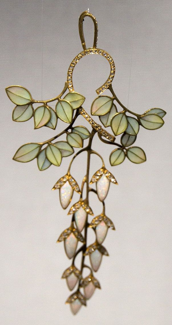 An Art Nouveau gold, enamel, diamond and opal pendant. In the collection of the Schmuckmuseum in Pforzheim, Germany. #ArtNouveau #pendant