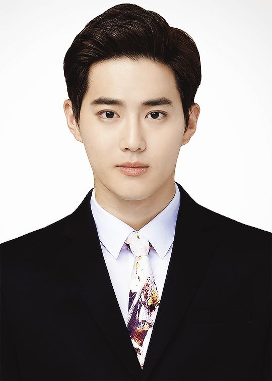 Questioning that tie but still suho looks bomb