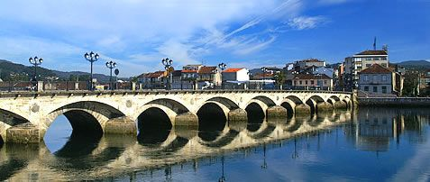 PONTEVEDRA        Pontevedra , la capital de las Rías Baixas, es posiblemente la ciudad más desconocida de las capitales gallegas. Su ce...