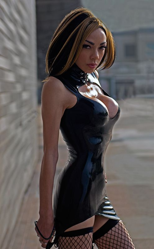 wow.... how thin is this....  ?  latex & photoshop come together? Pretty grrrrl though