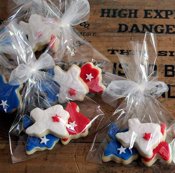 12 sets - 3 cookies each Colors: blue, white and red.  Whether is a gift, a small party or a huge wedding, our delicious handmade treats is a