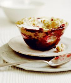 Blackberry and apple crumble recipe - Style At Home