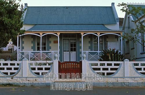 Traditional South African cottage with veranda ( stoep ) Uniondale , Eastern Cape