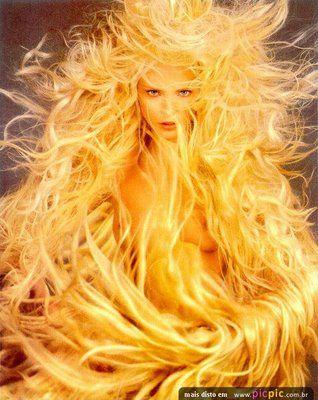 As Salamandras, ou  Espíritos do fogo, vivem no éter atenuado e espiritual que é O invisível  elemento do fogo.  Sem elas, o fogo material ...