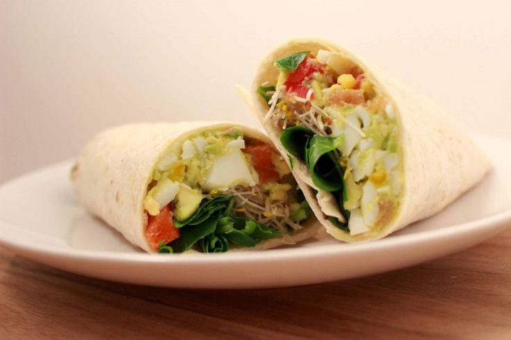 Wrap met avocado-eiersalade en zalm