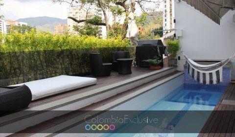 Colombia, Cali.  Linda casa remodelada, 3 niveles, tiene un area de 325 mt2, 2 balcones con vista al rio y a la calle. http://www.colombiaexclusive.com/inmobiliaria/laventa.php?idventa=100