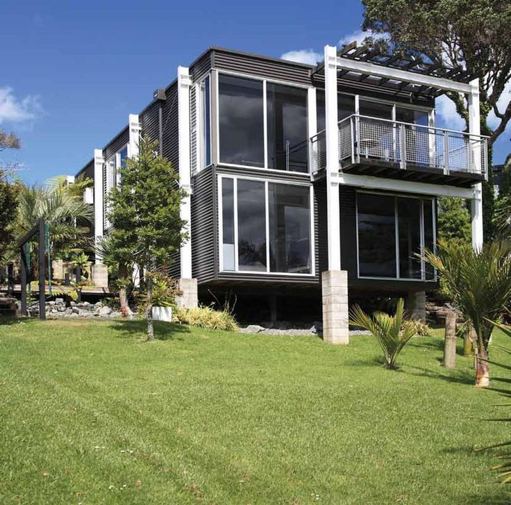 Puawai Bay house with COLORSTEEL® Maxx® prepainted steel in Ironsand. Architecture by Graham Pitts.