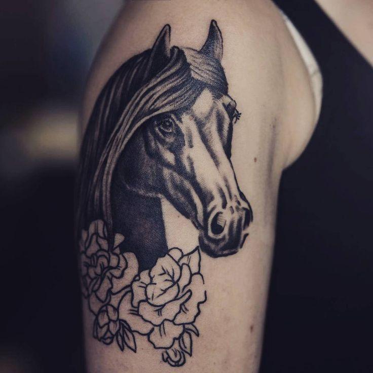 Zaczynam rękaw dla Sandry :) #flashtattoo #Flash #tattoo #tattoos #art #arttattoo #artist @k.Dumka #drawings #drawtattoo #drawings #pencildrawing #roses #rosestattoo #diamondtattoo #neotraditionaltattoo #neotraditional #horsetattoos #horse #horsetattoodesign