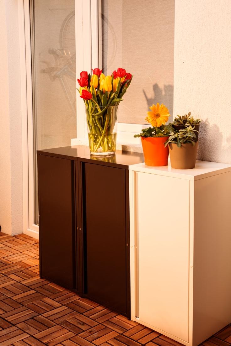 Organizează-ți lucrurile ȋn stilul tău și departe de ochii lumii, ȋn corpurile metalice JOSEF, cu sistem de fixare pe perete.