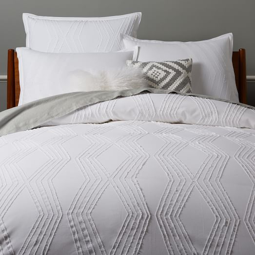Creative firm Roar + Rabbit's designs blend modern style with whimsical details. For our Zigzag Texture Duvet Cover + Shams, jacquard fabrics are sewn together and cut to create a bold geo pattern with soft frayed edges. It's made in a Fair Trade Certified™ facility, meaning each purchase directly improves the life of the artisan who makes it.