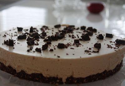 Maanantai...tylsä, sateinen, puuduttava maanantai... Mikäs sen parempi päivä piristää mieltä leipomalla kakku :) No ei nyt aivan...näin y...
