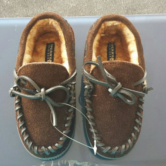 Little Boys sperrys slippers Little Boys sperrys slippers brand new tag just fell off. Never been worn. Bought for my little one but didn't fit. Size 13 m Sperry Top-Sider Shoes Slippers