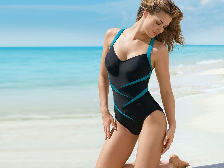 Девушка загорает на пляже подходит к ней мужчина фото 583-452