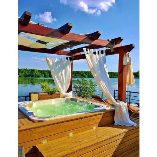 that-jacuzzi-lifestyle:  ☀️ #boutique#hotel via @butikdesignrooms #jacuzzi#pool#lake#happy#house#holiday#happiness#happyness#pic#picture#photo#photograph#look#love#loveit#lovely#hungary#ungarn#amor#amazing by ttkata https://instagram.com/p/3qQ4GNJAba/Et pour trouver un hôtel ou une chambre avec jacuzzi privatif en France : http://hotel-avec-jacuzzi.fr