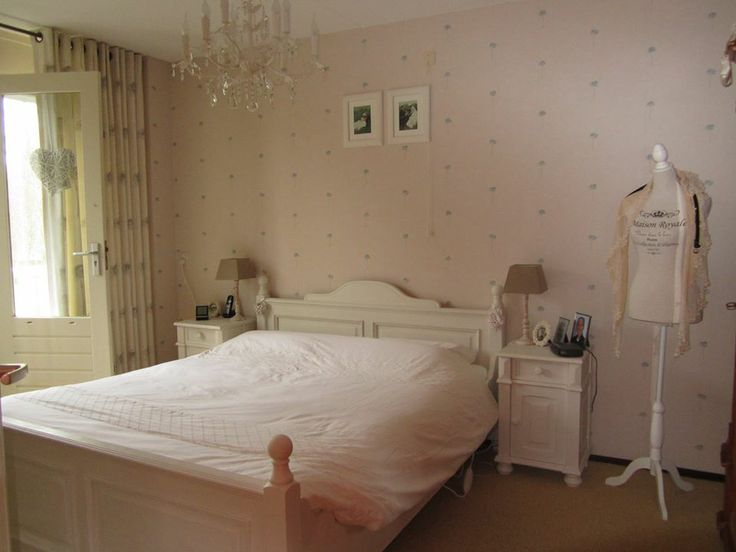 Carolien heeft haar slaapkamer gedaan met Annie Sloan krijtverf. Geweldig geworden toch ! Echt heel mooi gedaan