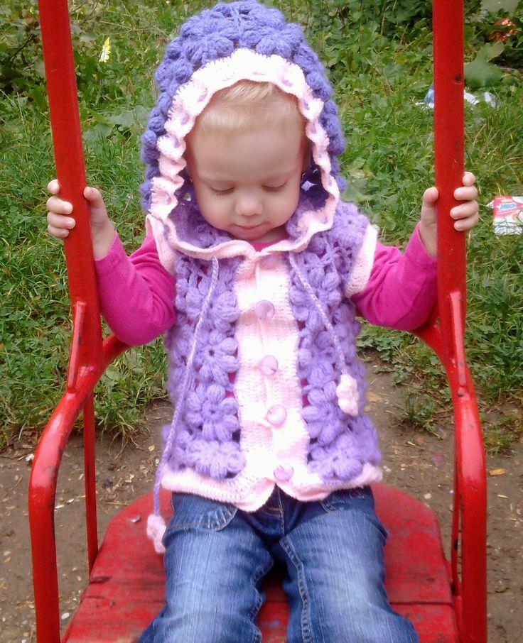 Hainute copii tricotate si crosetate la comanda: Vestuta crosetata cu flori