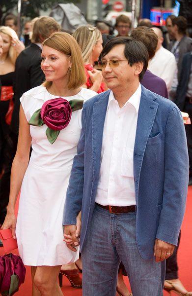 На церемонии закрытия 30-го Московского международного кинофестиваля  -   Любовь  Толкалина   и   Егор   Кончаловский.