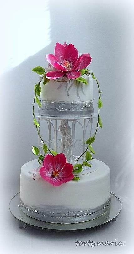 wedding cake by tortymaria - http://cakesdecor.com/cakes/271264-wedding-cake