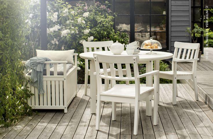 Wat is het toch aangenaam om buiten een kopje thee te drinken en te babbelen. Tafel ANGSO #IKEABE A cup of tea and small talk. Table ANGSO #IKEABE