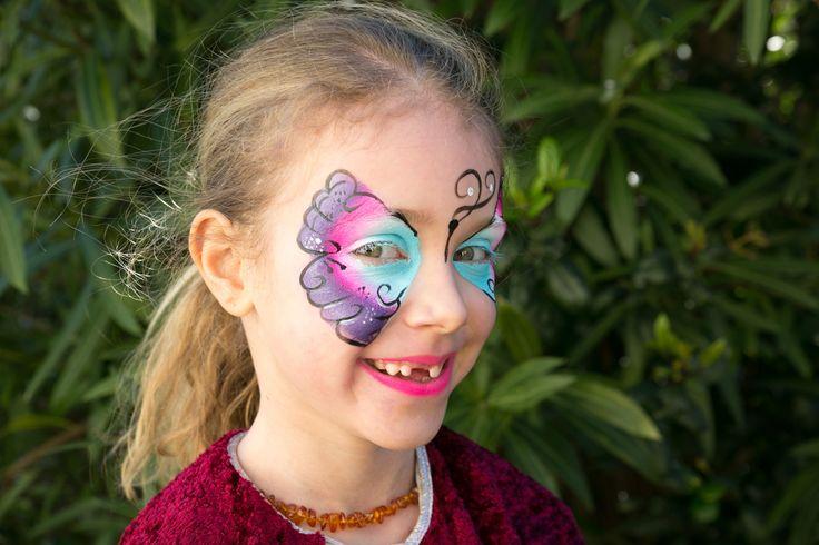 Maquillage pour enfant par Léa spectacle. Artiste du spectacle pour enfants. Maquillage papillon. www.leaspectacle.com