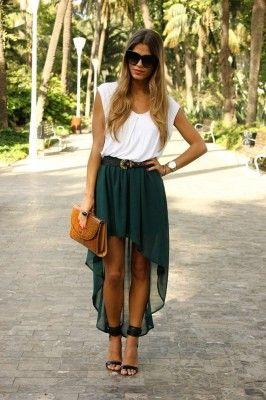 Look con falda tail hem verde y camiseta blanca para Verano 2012