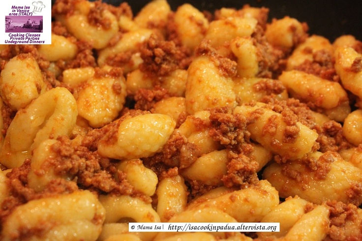 Gnocchi with Bolognese Sauce Ragù - Gnocchi Making Classes Venice Italy #gnocchi #venice #italy #foodie #yummy