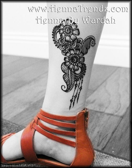 Henna on legHave I mentioned how much I love Wardah?