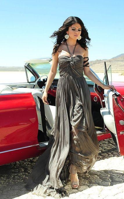 Selena Gomez, A Year Without Rain. Con mi edad....................................................................me importa un pimiento el resto de los famosos, salvo en Japón