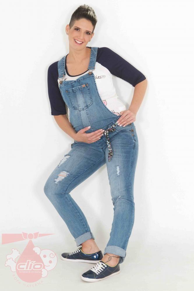 7326a23e4 Ropa materna con las tendencias de la moda. Este  overol materno tiene un  estilo  juvenil