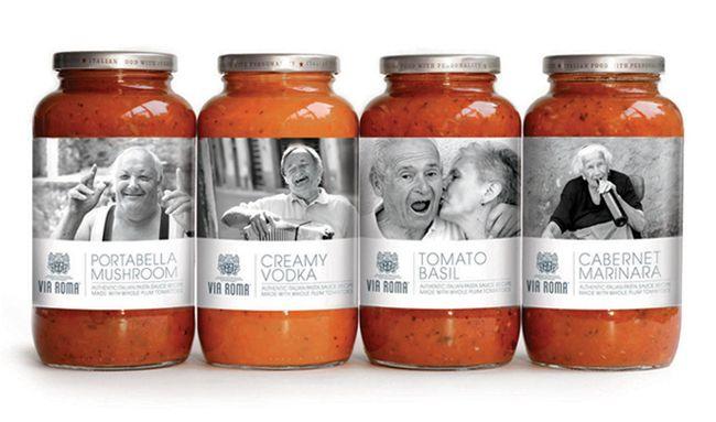 """Packaging """"Via Roma"""" par le collectif United. Ici, on cherche à atteindre la sensibilité et l'attirance pour l'artisanal. Les différentes photographies de vieilles personnes probablement italiennes jointent au noms de la marque et des sauces, tous en italien, donne un sentiment d'authenticité."""