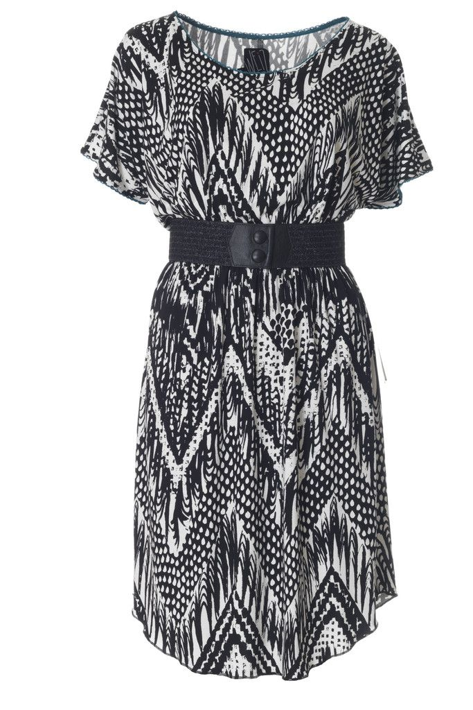 This soft jersey dress with animal inspired print will no doubt be a favourite in every wardrobe. Dress it up with a black Waist belt for a perfect look!