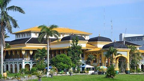 Istana Sultan deli : Pengen tau lebih jelas gimana caranya bisa wisata ke Istana ini? Klik gambar !!