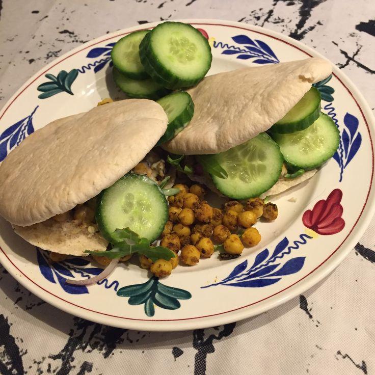 vegan, veganistisch, vegan challenge, veganchallenge, brood, broodje, turks brood, pita broodje, pita vegan, brood vegan, lunch vegan, vegan lunch, vegan recept, recepten, favoriete recepten, vegan recepten, vegan tosti, vegan pesto, vegan pesto tosti, vegan kaas, wilmersburgerkaas, pindakaas, banaan, vivera, plantaardig, plantaardig dieet, cashewnotenburger, linzenburger, groentefriet, radijsjes, moestuin, eten uit de moestuin, zoete aardappel pompoen, kikkererwten, kikkererwten eiwit…