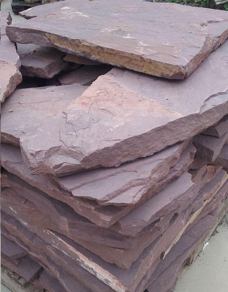 Planchón, losa de piedra arenisca roja en espesor de 3 a 4 cm. Para todo tipo de pavimentos y aplacados. Paredes, suelos, jardines, piscinas, etc. Palets de 15 m2.