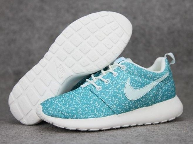 Nike Roshe Run sneakers light and comfortable discount of 80% right now!