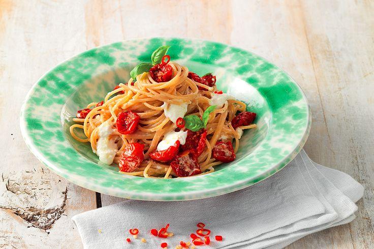 Spaghetti con pomodorini sott'olio e burrata