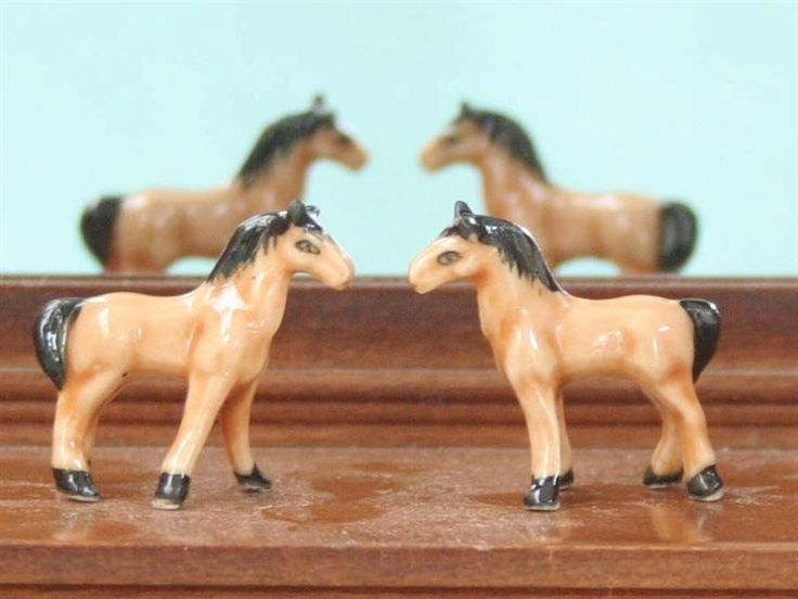 Dolls House Pair of Horses Ornaments from The Wonham Collection. 59.