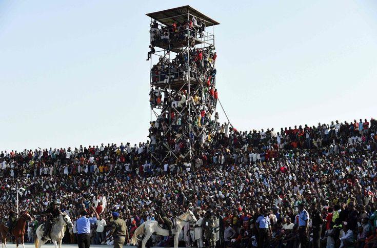 O governador de Kaduna decreta a entrada gratuita para incentivar a seleção nigeriana contra o Egito e a torcida transborda o local