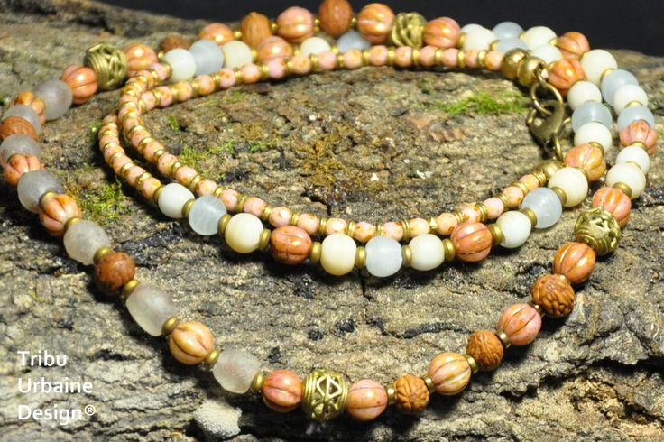 Collier de perle de verre Tchèque, de verre recyclé, de perle de prière Raktu, de perle de laiton, par Tribu Urbaine Design® de la boutique TribuUrbaineDesign sur Etsy