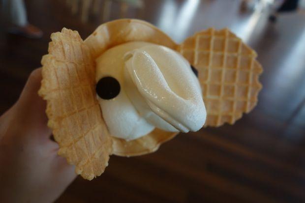 今日のおやつ:横浜「象の鼻テラス」で食べる象のかたちの「ゾウノハナソフトクリーム」|ローカルニュース!(最新コネタ新聞)神奈川県 横浜市|「colocal コロカル」ローカルを学ぶ・暮らす・旅する