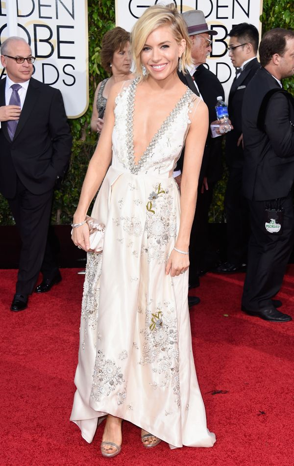 Golden Globes 2015 Sienna Miller in Sienna Miller in Miu Miu   blog.theknot.com