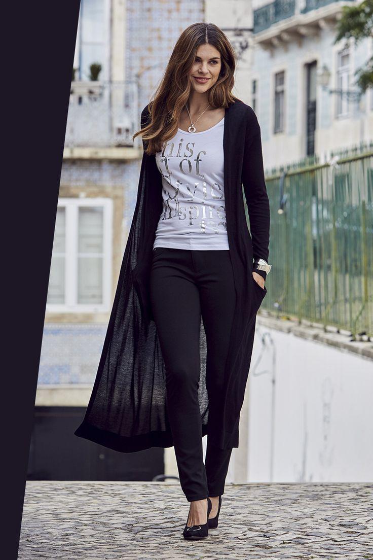 Die Longstrickjacke von Laura Scott ist extra laaaaaaaaang. Als stylischer Strickmantel aus softer Viskose wird er ganz leger offen getragen – und passt deshalb zu nahezu allen Stilen. Für deinen ganz persönlichen Lässig-Look!