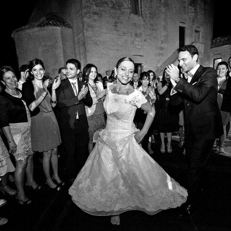 Morlotti Studio | Wedding in Salento - typical dance from Apulia: Pizzica #fotografomatrimonio #morlottistudio #weddingphotographer #wedding #apulia #salento #baritypical dance from Puglia: The Pizzica