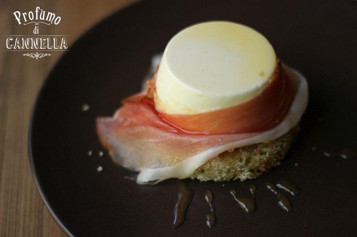 Mousse di ricotta e parmigiano con miele e speck su crostino di pane – freschissimo antipasto