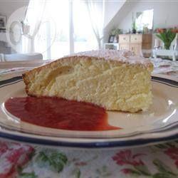 Joanne's yummy scrummy sponge cake @ allrecipes.co.uk