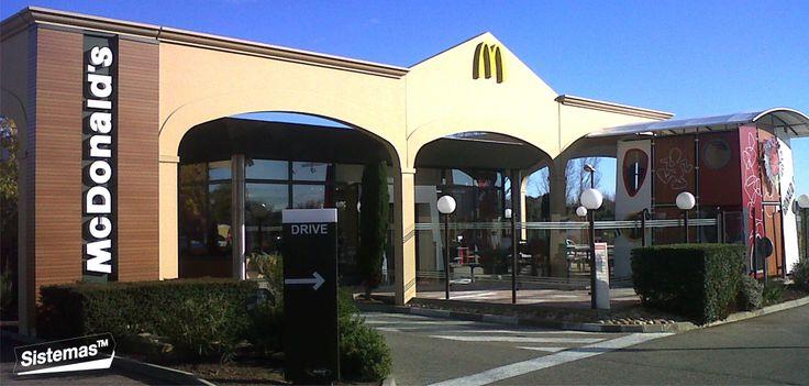 Implantación de #imagen en... #fachadas... @Cesar Antonio Castillo Chahua TM  McDonald's #Remoulins. #France